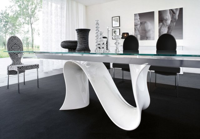 image d'une table a manger en verre